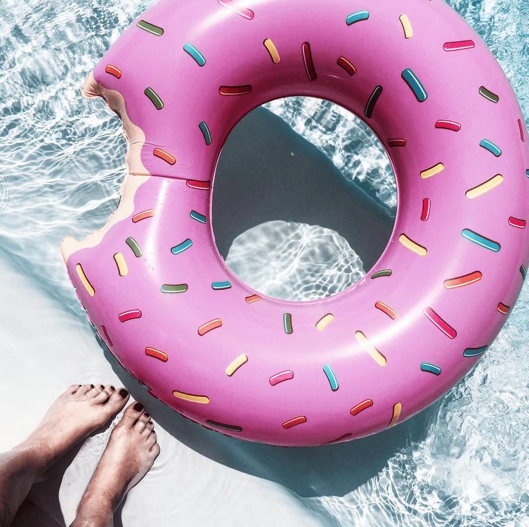 mandyinwonderland_ - makeupbyazadig - donuts gonflable