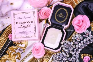 L'highlighter « Diamond Light » de TOO FACED